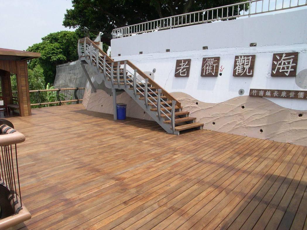 竹南鎮崎頂老衢觀海是早期中港八景之一。本報資料照片