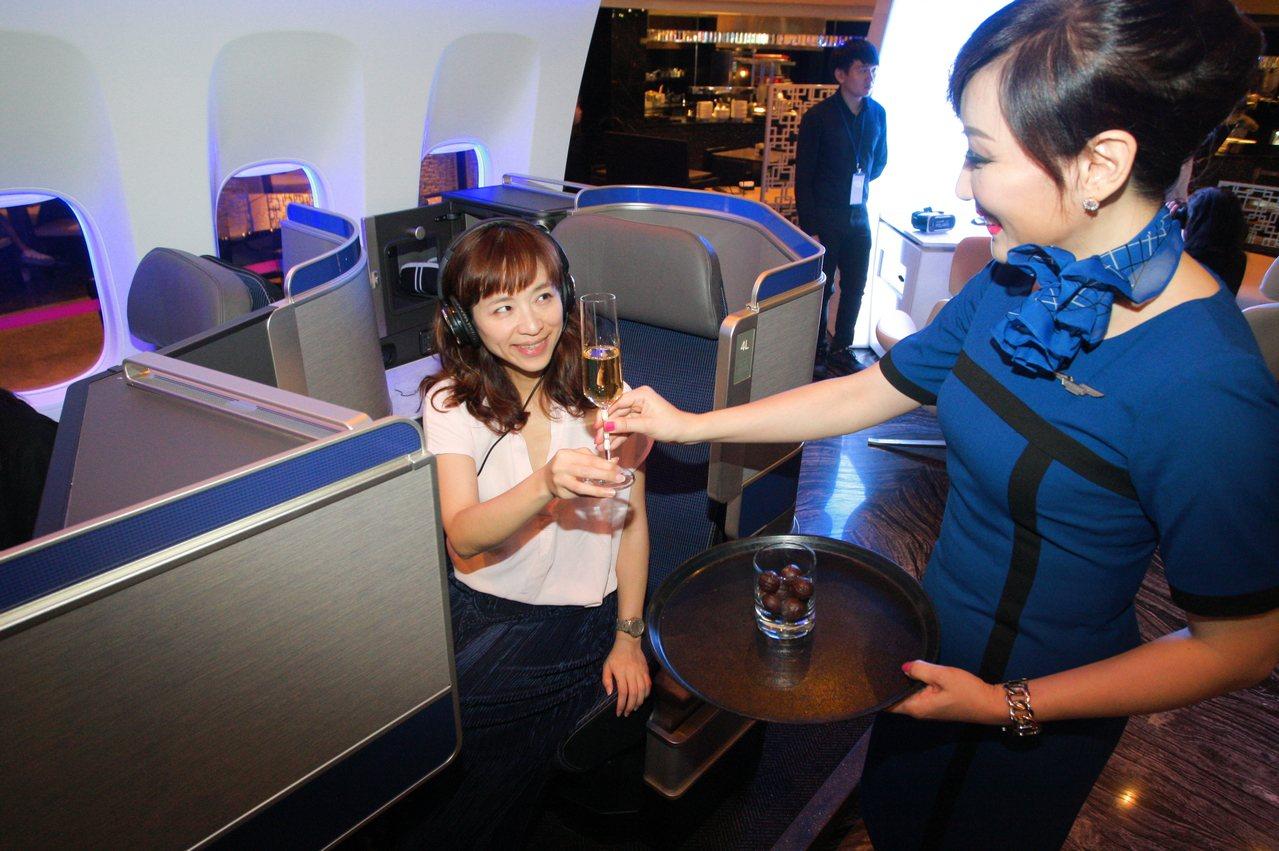 聯合航空新導入的777-300ER機型,將會配置有60個Polaris商務艙。記...