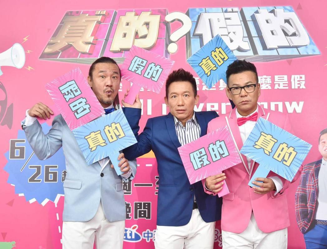 沈玉琳(右起)、郭子乾和陳為民被逼問唐從聖的新聞,3人跟他交情已久,卻真的不知狀