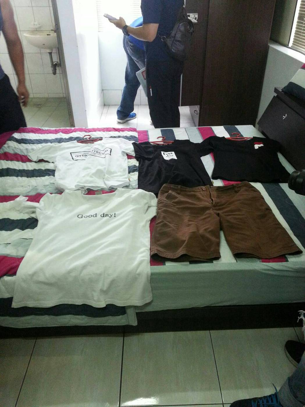 警方發現劉男犯案時穿的衣物。記者劉星君/翻攝