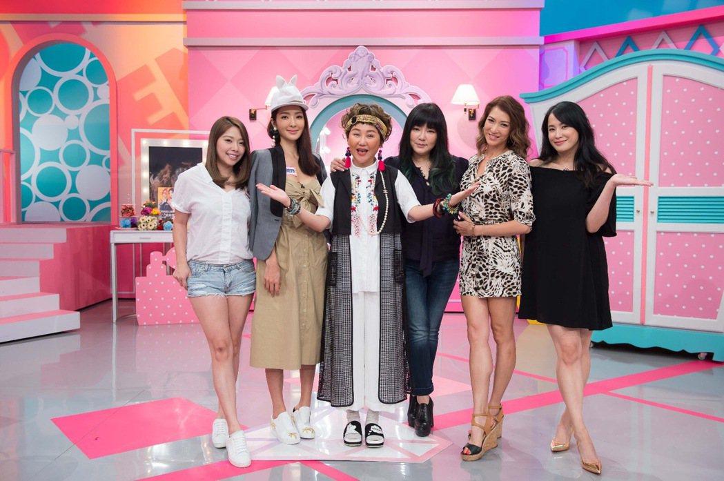 「女人我最大」老婆們大聊生活中對老公的「抱怨文」(左起為Mei、吳速玲、主持人藍