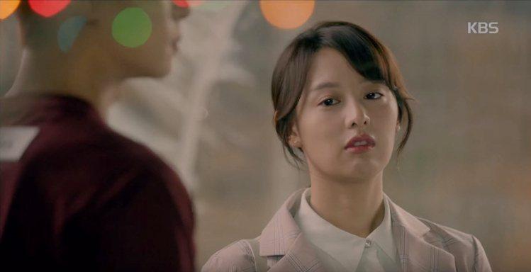 金智媛在韓劇「三流之路」的Q翹美唇成亮點。圖/翻攝自YouTube