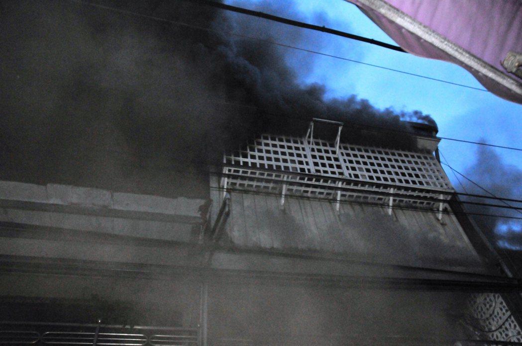 基隆祥豐街今晚發生大火。記者游明煌/攝影