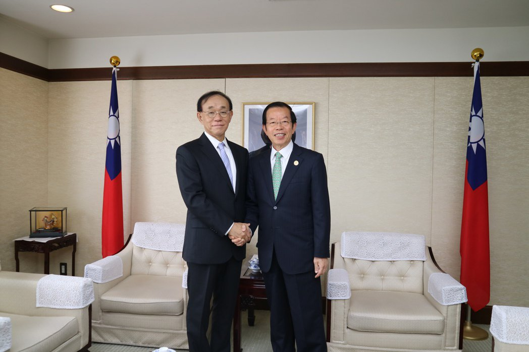 日本台灣交流協會新任理事長谷崎泰明今日拜會我駐日代表謝長廷,自己雖然是台日關係的...