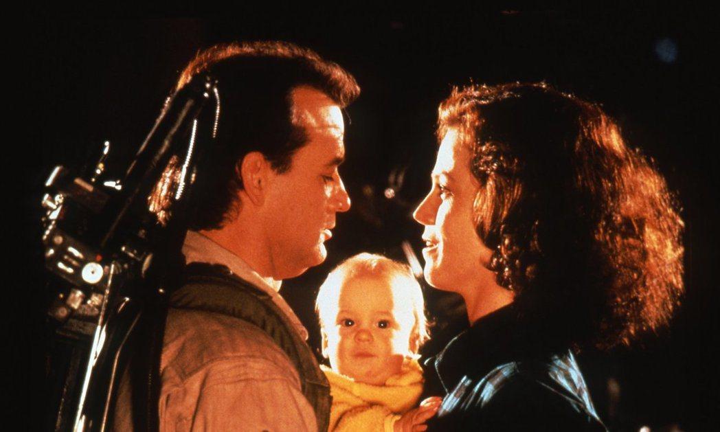 「魔鬼剋星第2集」的小男嬰是由雙胞胎兄弟輪流演出。圖/摘自imdb