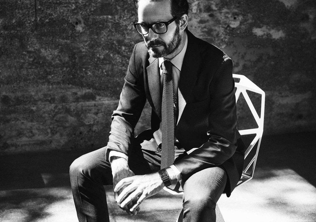 與雷達表合作整體陶瓷系列腕表的德國工業設計師康士坦丁葛切奇(Konstantin...