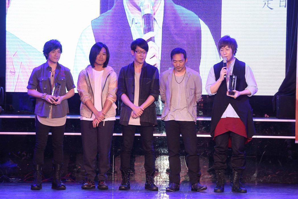 五月天在十大專輯暨十大單曲頒獎典禮拿下雙料獎。記者陳立凱/攝影