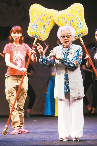 京劇名伶戴綺霞(右)周日將演出《觀音得道》,昨在戲曲學院彩排。 記者邱德祥/攝影
