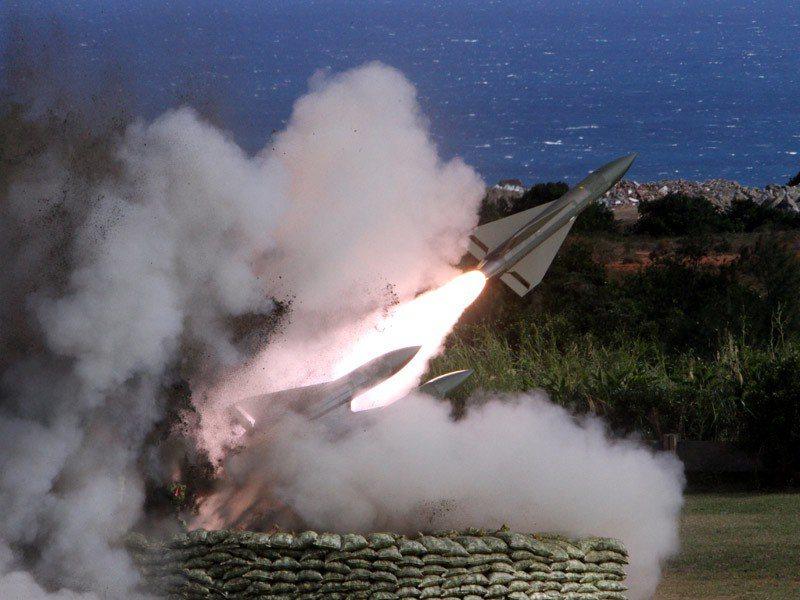 彈齡超過40年的鷹式飛彈,近年射擊演訓頻出狀況,再度引發「汰除」聲浪。 圖/報系...