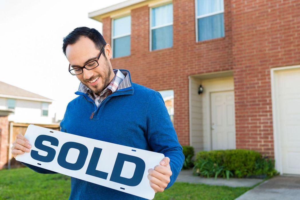 房地產成了熱門商品,賣家可用比較高的價格賣房,但財務專家提醒,不要倉促花用這筆龐...