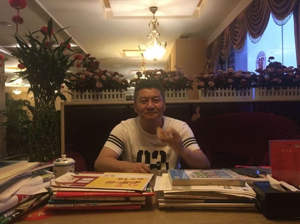 50歲的梁實,是中國參加高考次數最多的考生。(取材自封面新聞)