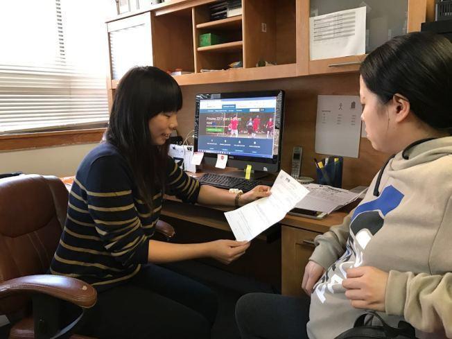 美亞健康協會表示,美國過去幾年申請歐記健保的華人民眾中,有八成申請白卡,其中又有...
