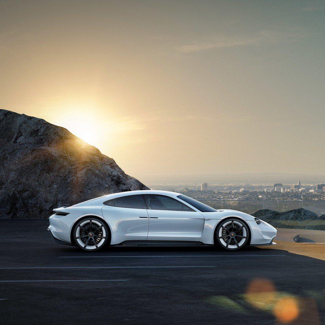 Porsche概念車 Mission E。圖/Porsche提供