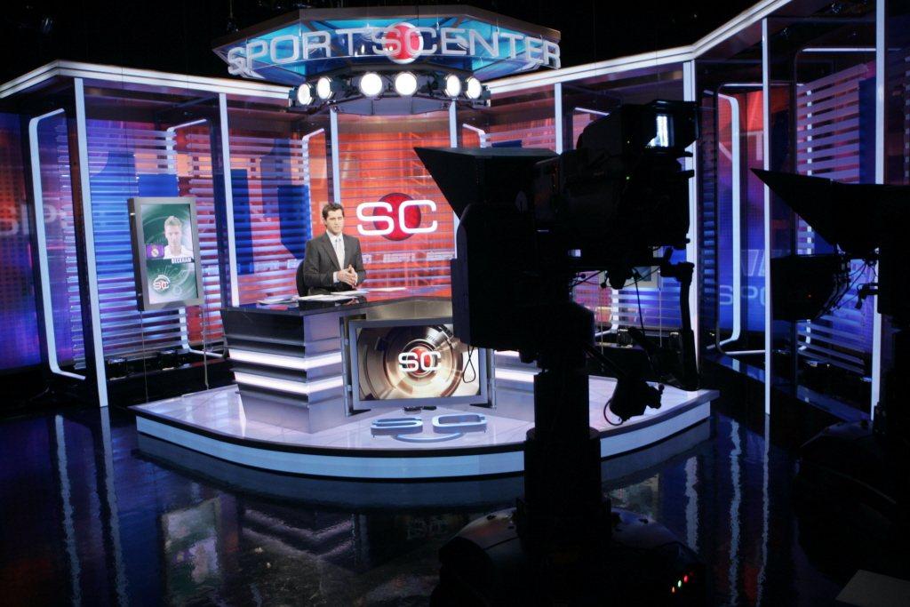 ESPN曾努力試圖轉型,包括招牌節目「體育中心 Sports Center」頻繁...