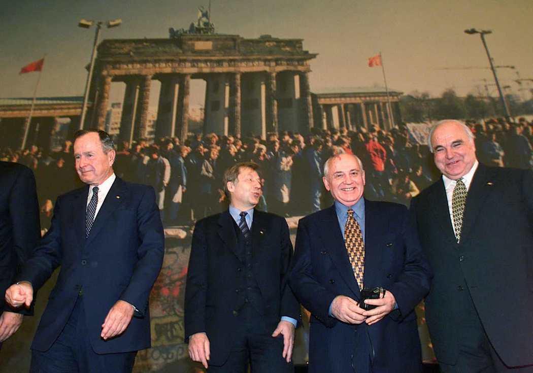 在二戰戰勝國當中,最可能成為德國再統一障礙者當推蘇聯;為了安撫蘇聯,科爾也是下足...