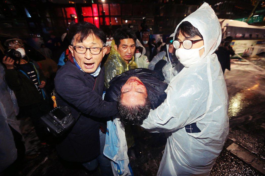 還記得那個死在水砲車下的韓國老人白南基嗎? 圖/歐新社