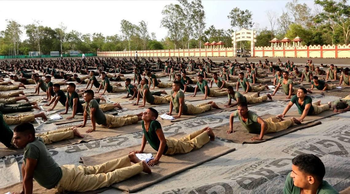 瑜珈也是印度軍方常用的體操;但在印度之外,包括歐美各國的軍隊,也開始在放鬆訓練、...