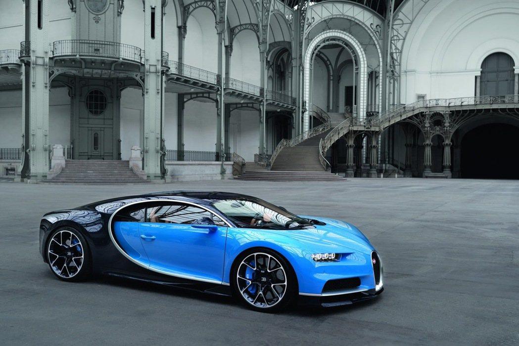 Chiron 的輪胎氣嘴帽(valve caps)每個重 2.5 克,但當車速處於 420km/hr的極端狀態下,氣嘴帽的重量相當於 7.2 公斤。 摘自 Bugatti