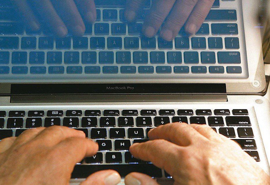 許多大陸網路公關公司則會雇用許多「水軍」來為客戶造勢、經營形象,甚至打擊對手。 ...