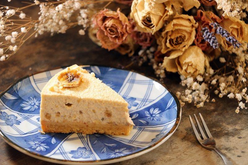 香蕉乳酪蛋糕是小農計畫的起點,來自南投中寮的天皇蕉與中乳酪蛋糕完美結合