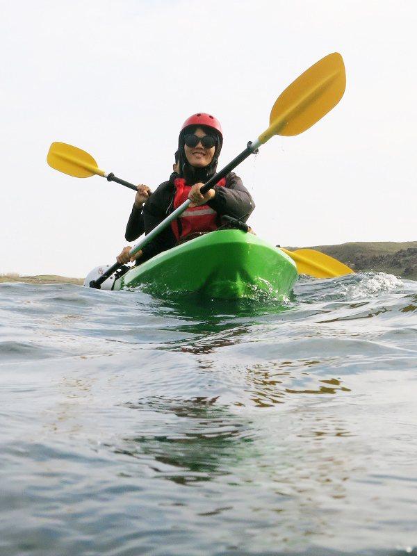 他們透過獨木舟,與人分享海洋文化