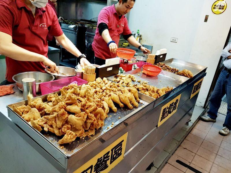 陳季炸雞是最實在的銅板價。(圖/33。「呷奔」皇帝大)