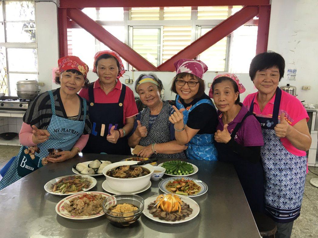 花蓮市公所開辦「HaKKa料理在我家」客家料理人才培訓班,昨天舉辦成果展。記者徐...