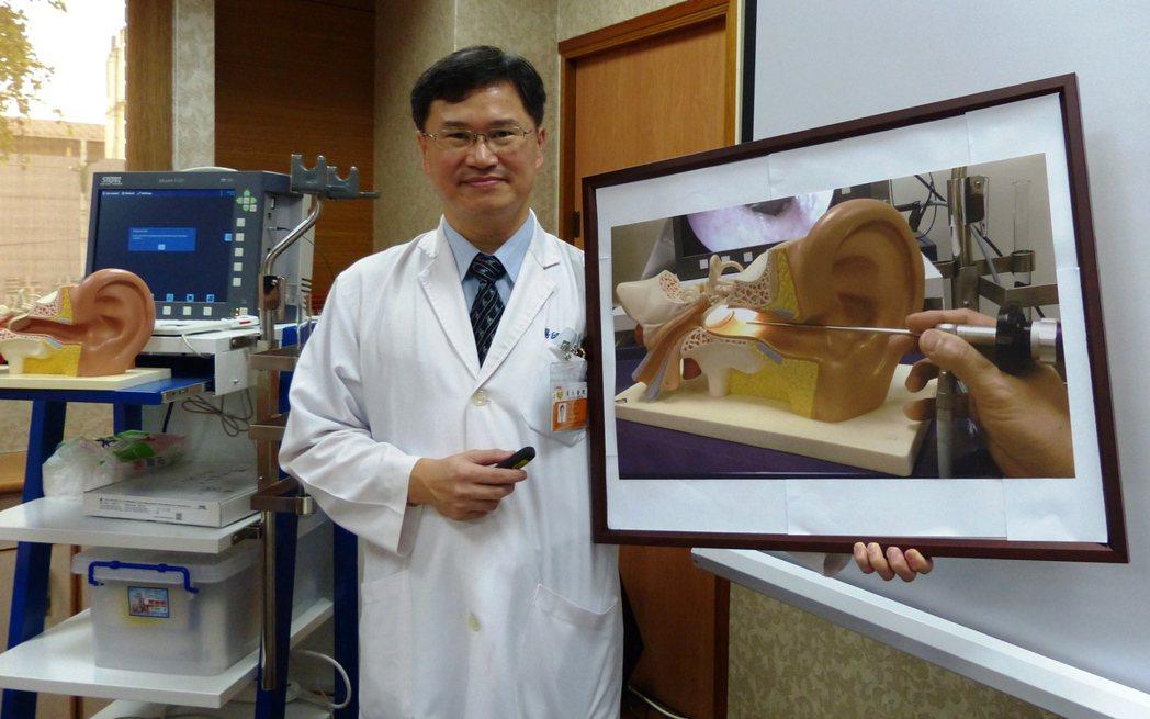 員生醫院醫療部主任周大元推動中耳內視鏡微創手術,成功讓病患恢復聽力。記者凌筠婷/...