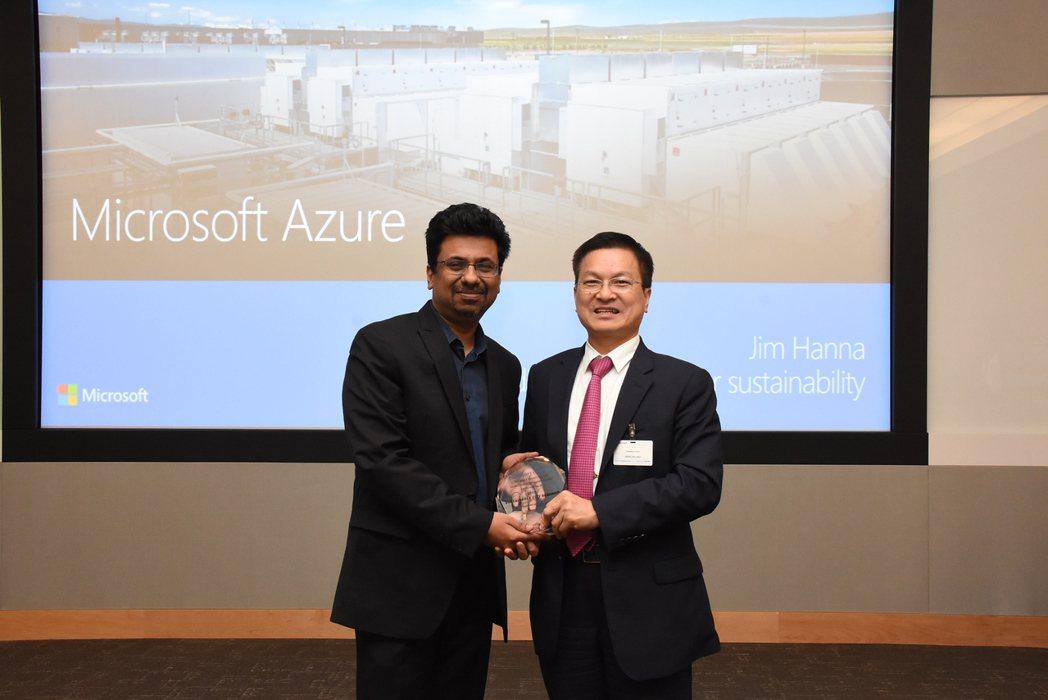 彰化縣長魏明谷(右)率團到美國微軟公司參訪。圖/彰化縣政府提供