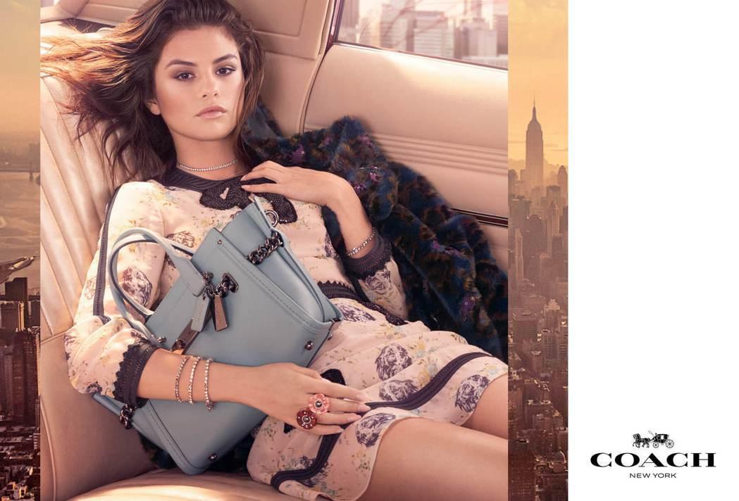 瑟琳娜戈梅茲詮釋Swagger形象廣告,Swagger 27皮革手袋23,800...