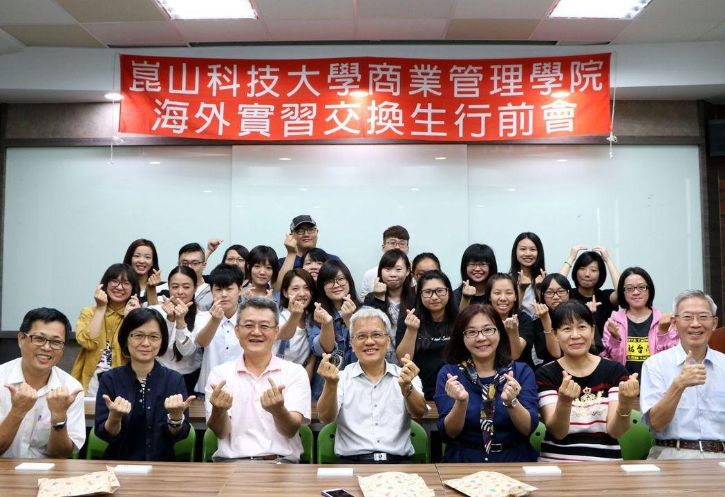 崑大商管學院學生連9年獲補助出國實習,今年人數創新高。圖/蔡佩芳老師提供