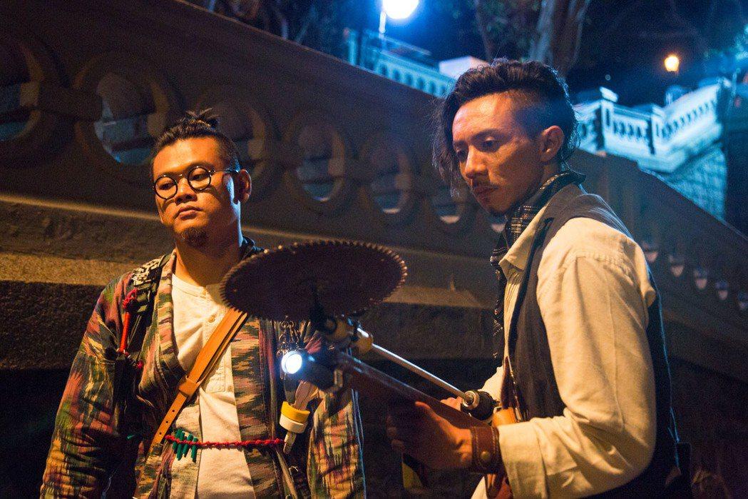 白只(左)及張繼聰(右)在演藝圈苦熬十多年終於走紅。圖/華映提供