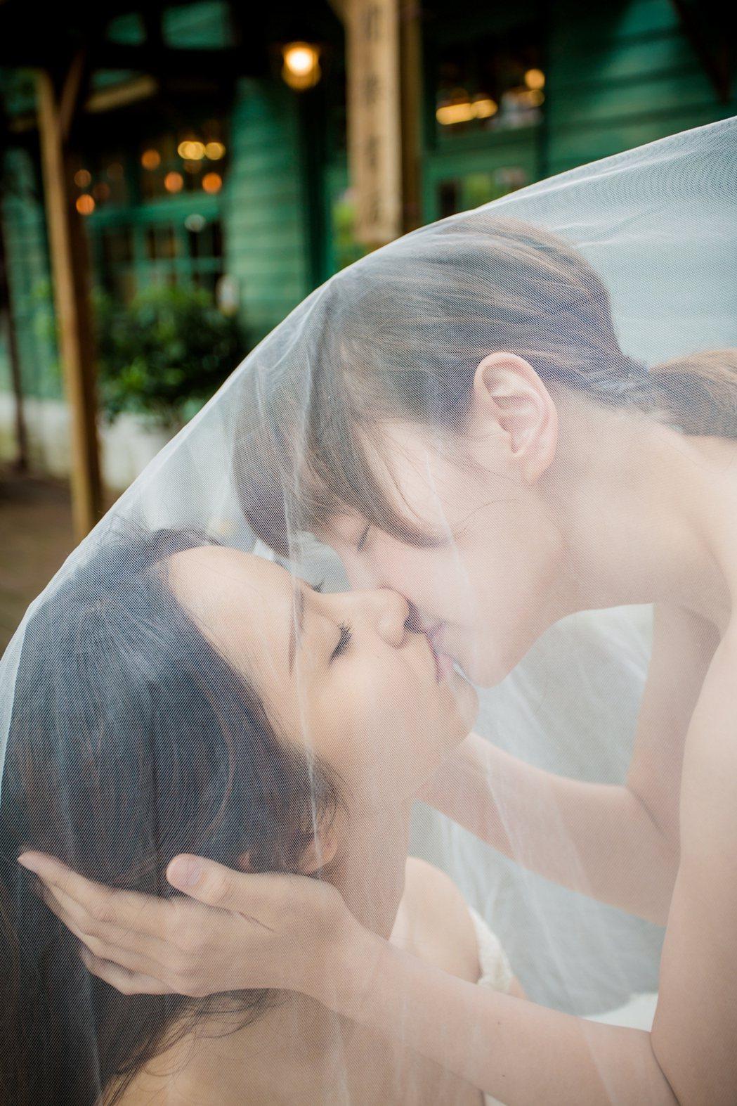 李京恬(右)與程茉女女戀。圖/Vidol提供