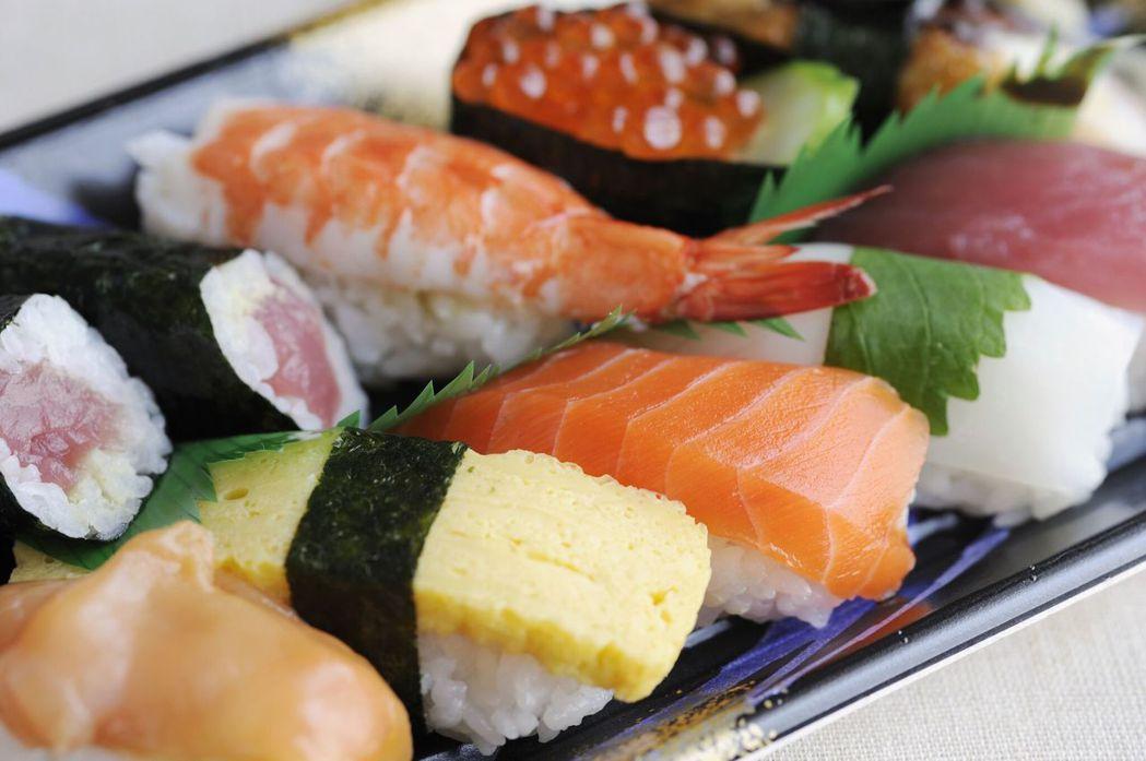 「東京」獲得米其林星級肯定的餐廳數量堪稱世界之最,來訪必吃最具代表性的壽司料理。...