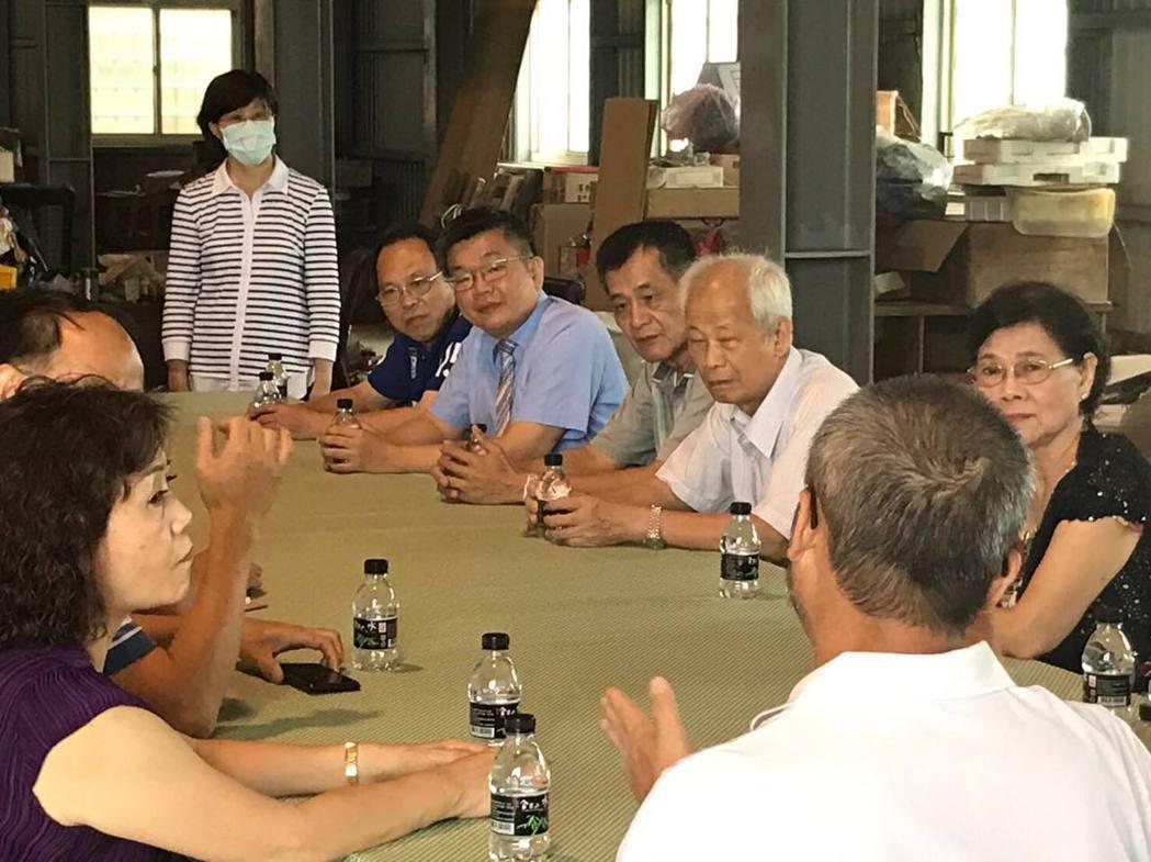 立法院副院長蔡其昌舉行客廳會,為前瞻計畫向基層宣傳、說明。圖/蔡其昌提供