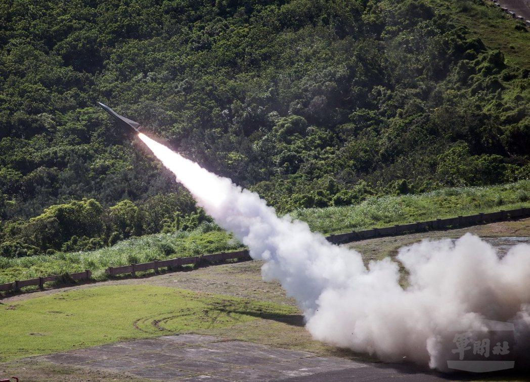 部長坐鎮 鷹式飛彈中靶 劍二飛彈又突槌