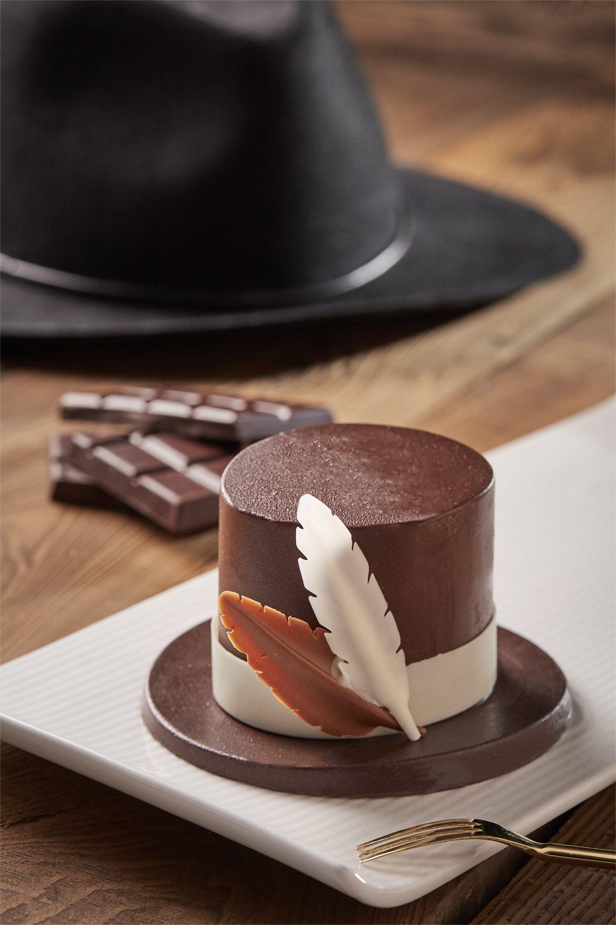 地獄使者戴上黑帽就能執行任務,The Deli烘焙坊以此發想,製作成限定甜點使者...