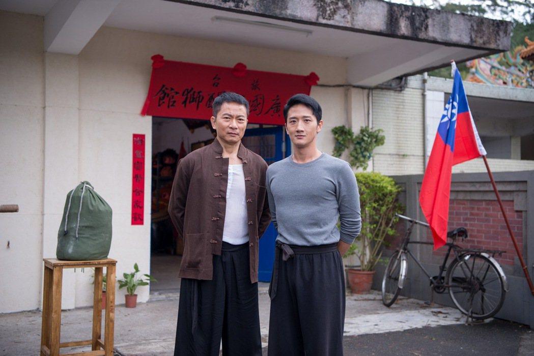 戚冠軍(左)、高英軒戲中飾演師徒。圖/公視提供