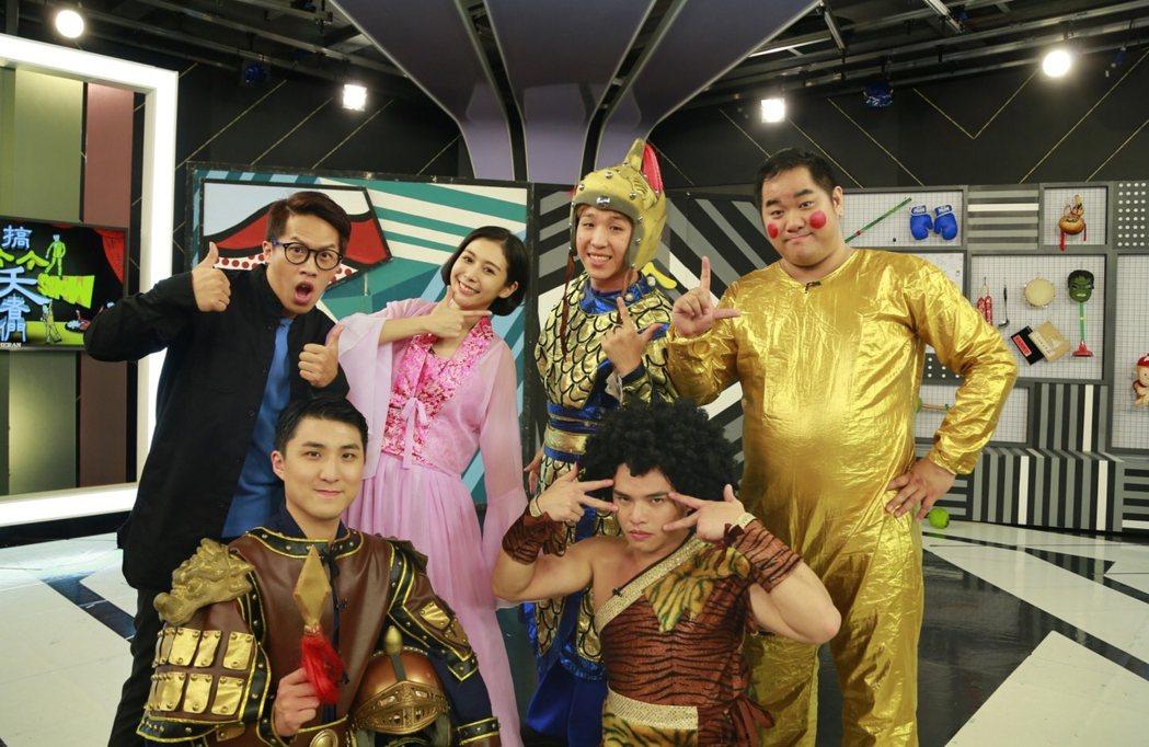 林東緒(前排右)回到「搞笑者們Live Show」。圖/三立電視台提供