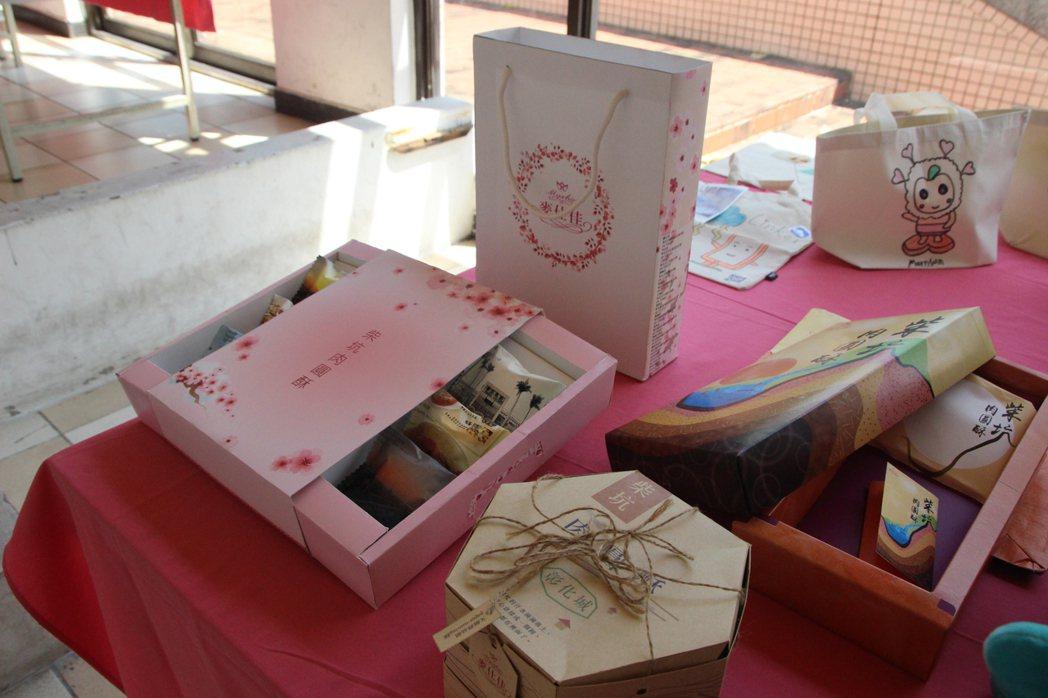 「麥仕佳」是彰化起家的知名麵包店,大學生發揮創意做包裝設計。記者林敬家/攝影