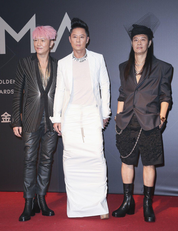 「草蜢」風格向來極具態度,草蜢指出,紅毯服裝主題就是要「漂亮、華麗」,也都是團員...