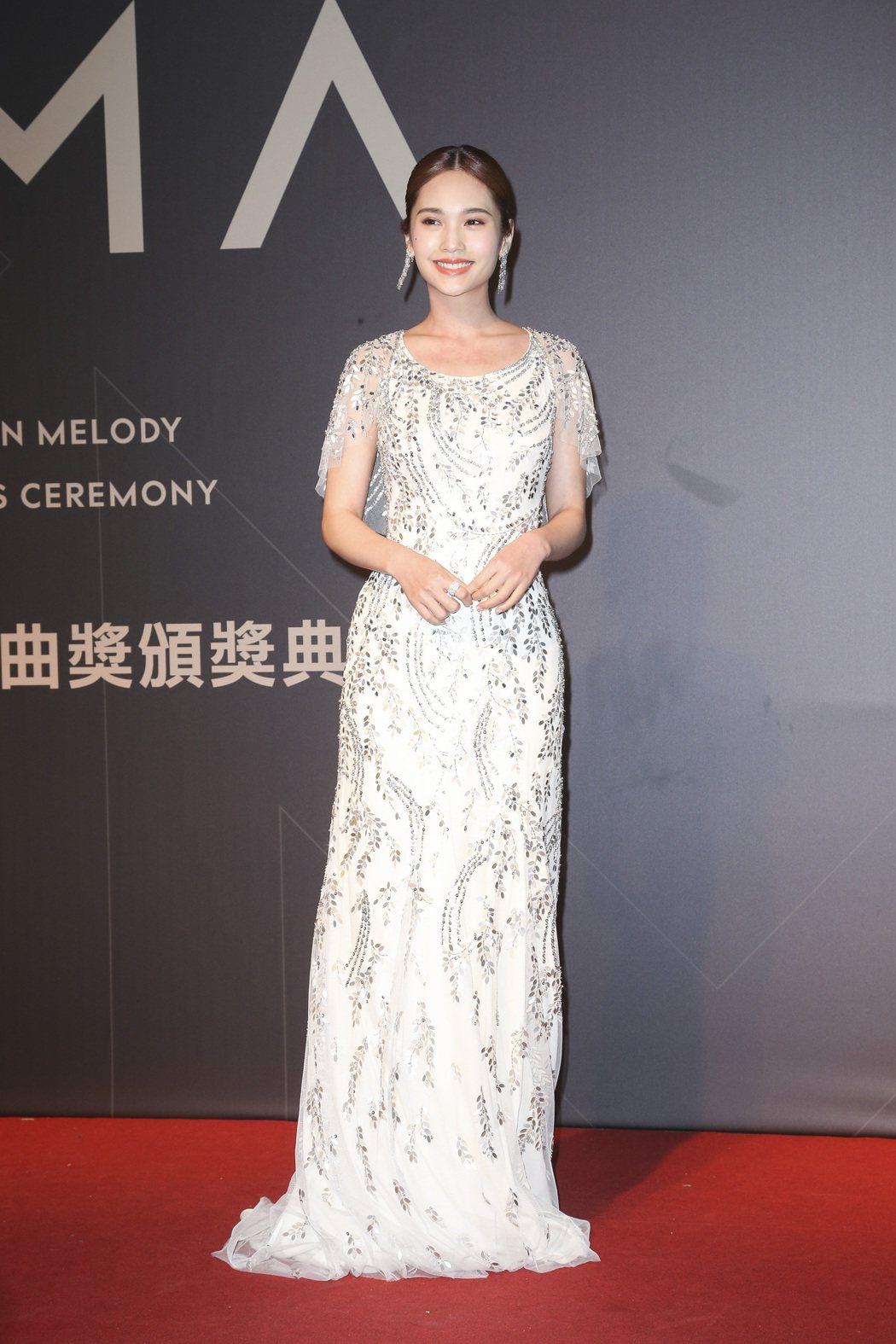 楊丞琳的穿Jenny Packham白色禮服上水晶亮片與珠寶相當呼應。記者陳立凱...
