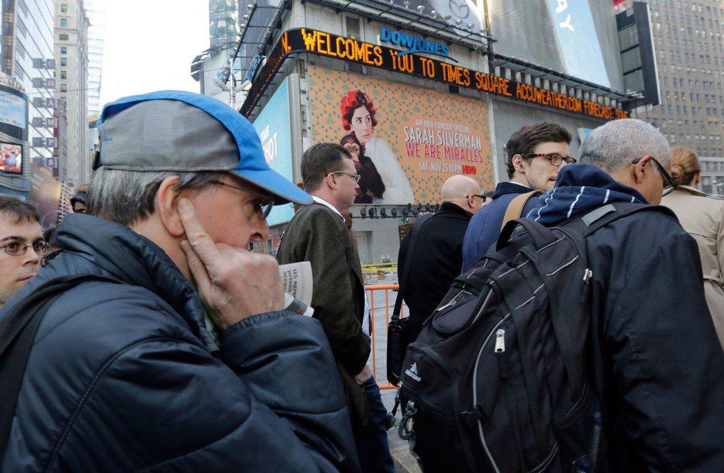 噪音是紐約人公認的公害之首,走過時報廣場的民眾必須捂耳而行,且會不自覺緊張快走。...