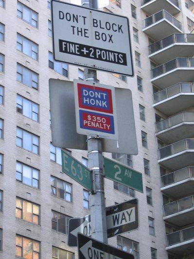 曼哈坦的高樓有擴音效果,「聲音峽谷」讓任何聲音都變得更大聲。。圖為紐約市隨處可見...
