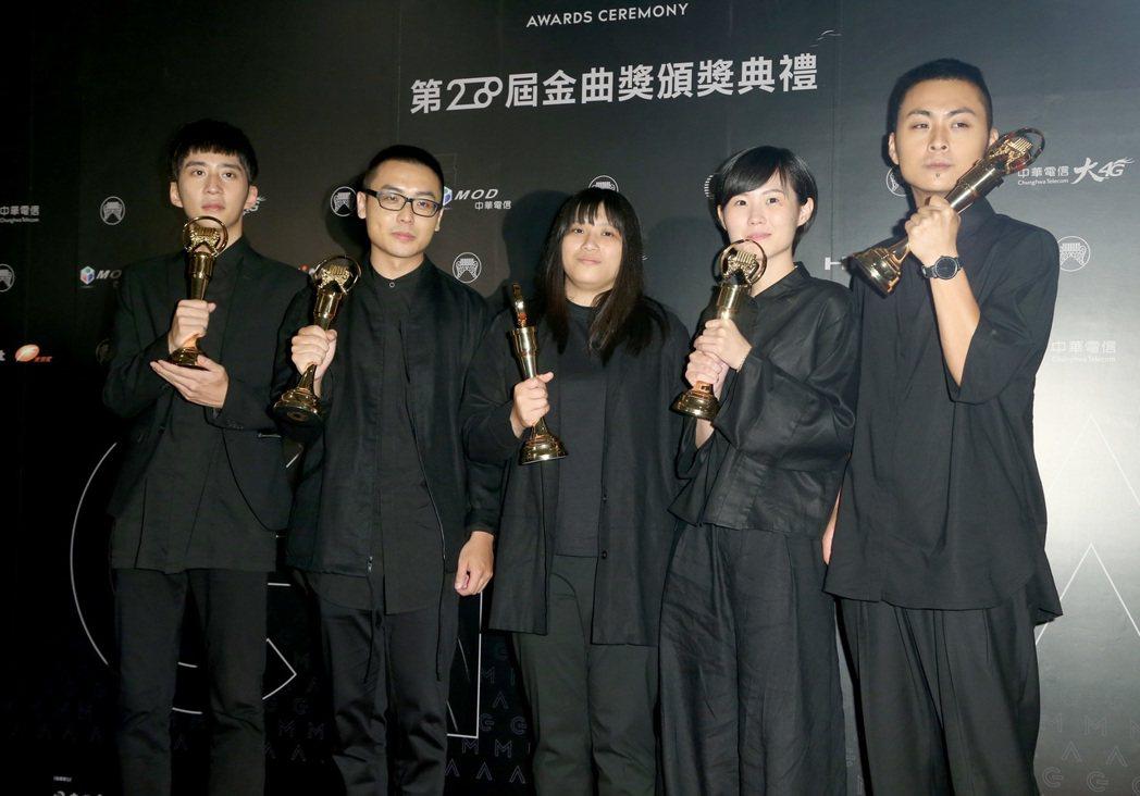 「魯蛇青年」草東沒有派對是流行類最大贏家,三比二贏了「熱血大叔」五月天。記者黃威