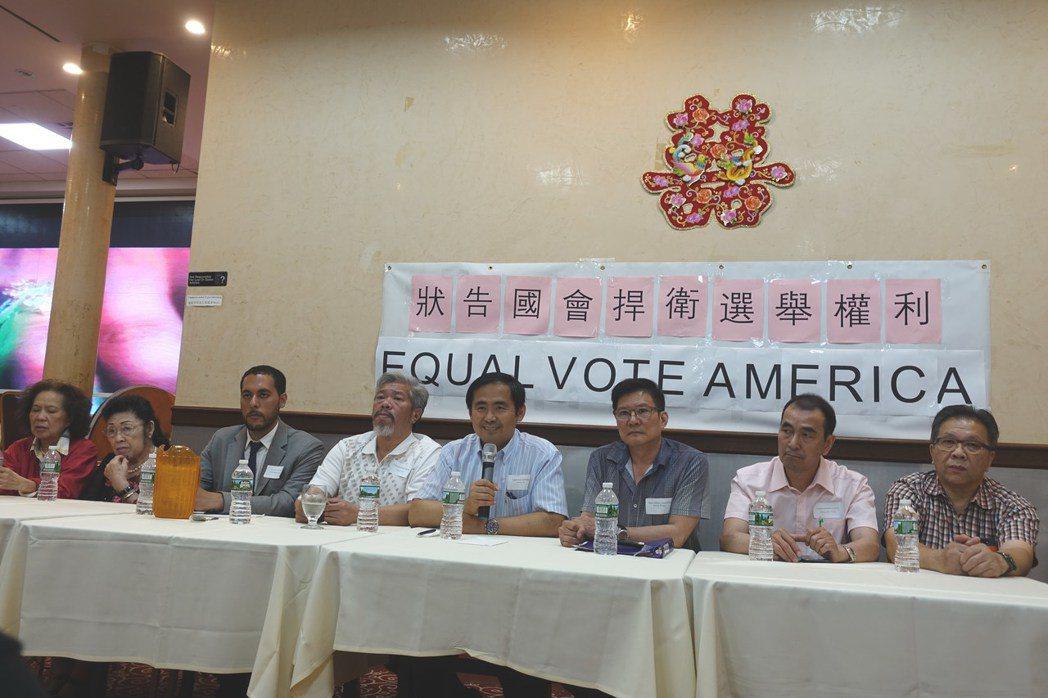 劉迎曦(右四)、黃華清(右三)、陳家齡(右五)、第一選區市議員參選人西語裔青年馬...