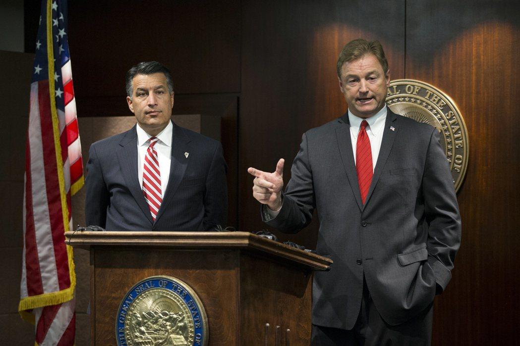 代表內華達州的參議員赫勒(右)23日成為公開反對參院共和黨取代歐記健保提案第五名...