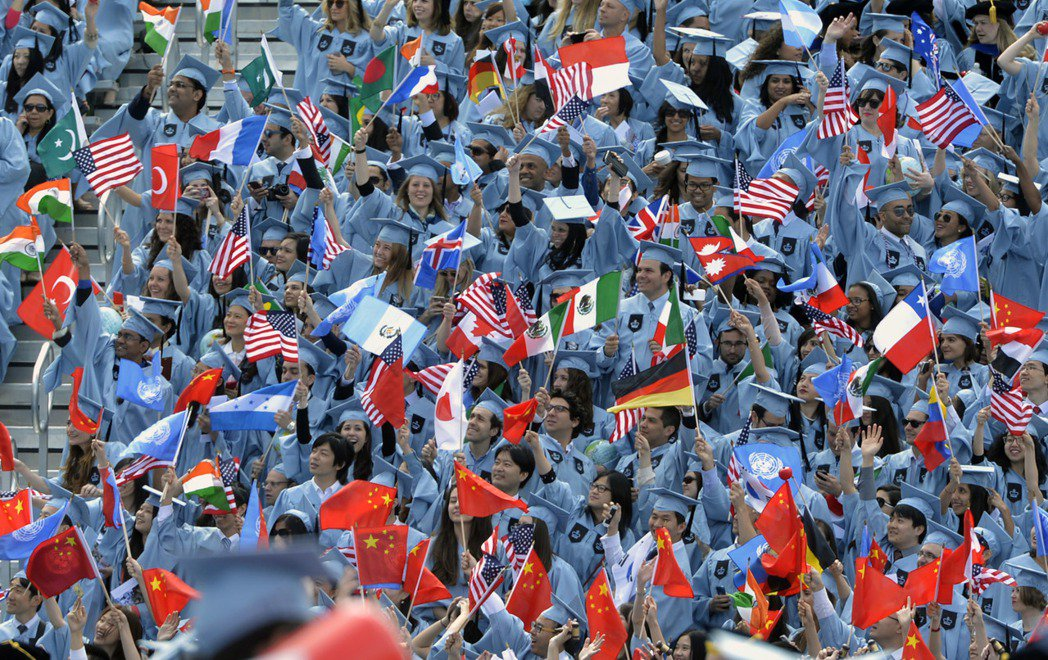 美國目前持F學生簽證和M職業專業簽證的國際學生達118萬人,分布在全國8774座...