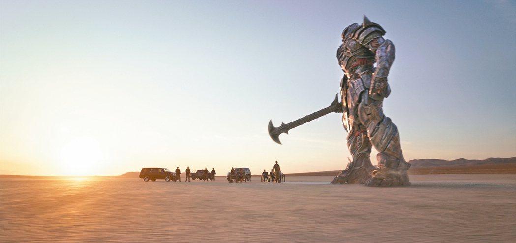 「變形金剛5:最終騎士」打破神話核心,並且重新檢視英雄的定義。 圖/UIP提供
