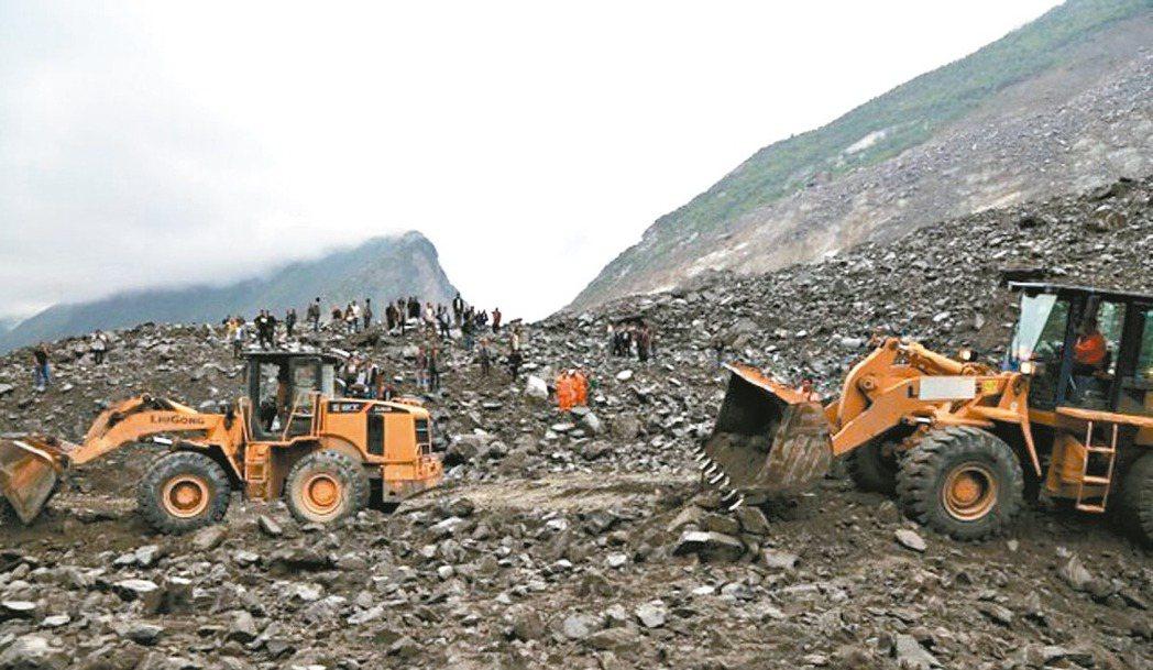 四川省茂縣發生山崩,茂縣政府已動員重機具搜救。 圖/取自茂縣官網